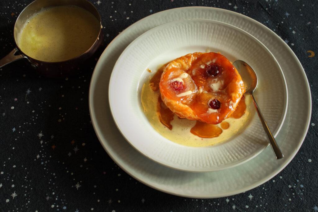 Vegetarisch kerstdiner bestel je bij Krop en Kool. Bijvoorbeeld tarte tatin met vanillesaus